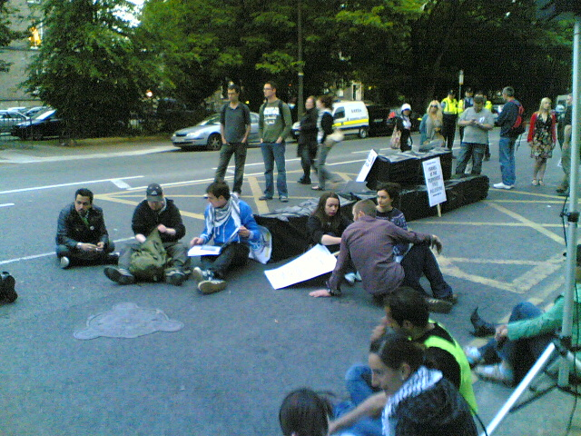 Preparing for a Sleep-out at Israeli Embassy 2010-06-03